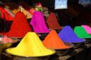 Farbpulver auf einem indischen Markt